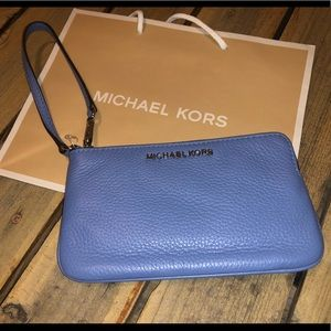 Micheal Kors Jet Set Travel Lg Wristlet